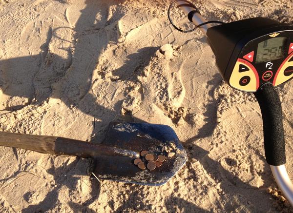 Сантимовые монеты из песка