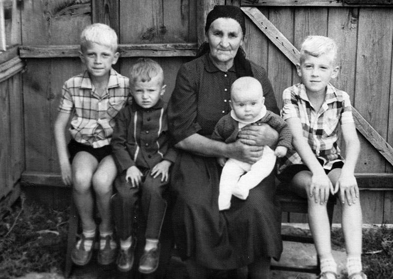 прабабушка в правнуками