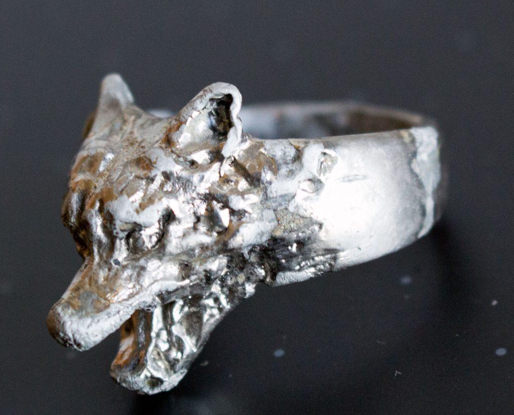 перстень с головой волка фото подобной